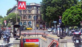 Вход в метро Милана