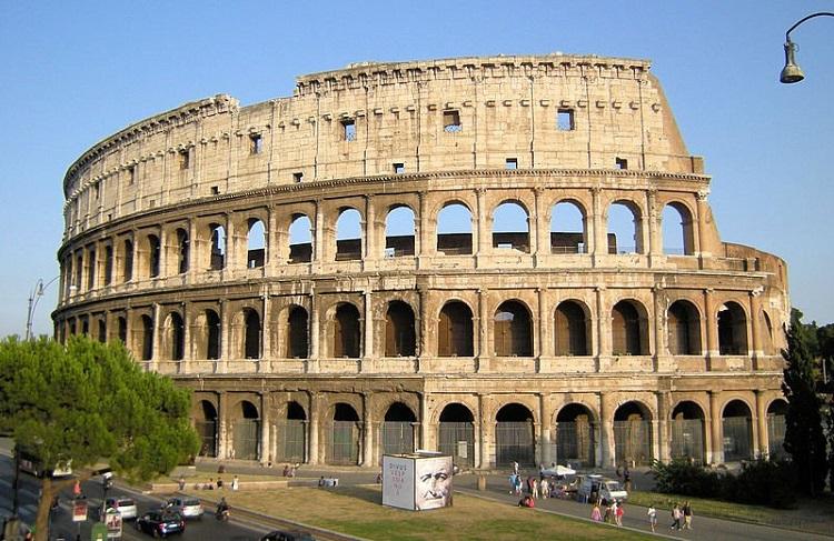 Амфитеатр в Риме