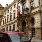 Где находится итальянское консульство в Москве и Санкт-Петербурге?