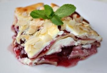 Десертный вариант лазаньи - с творогом и вишней