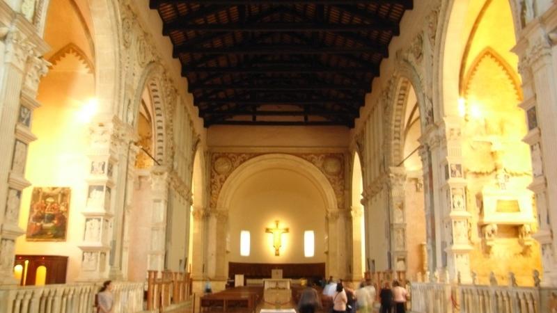 Фото внутри храма Малатесты