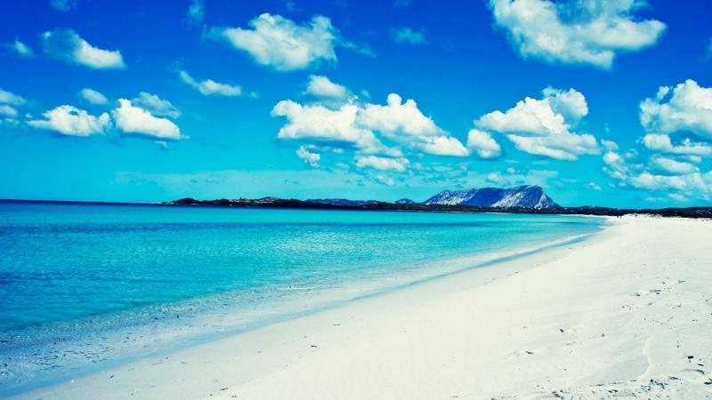 Голубое море и белоснежный песок Сардинии