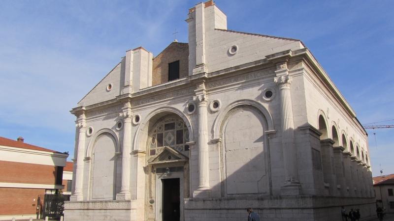 Храм Малатесты в Римини - вид снаружи