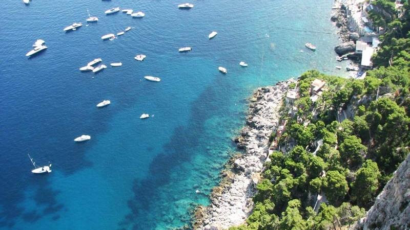 Море у острова Капри - вид сверху