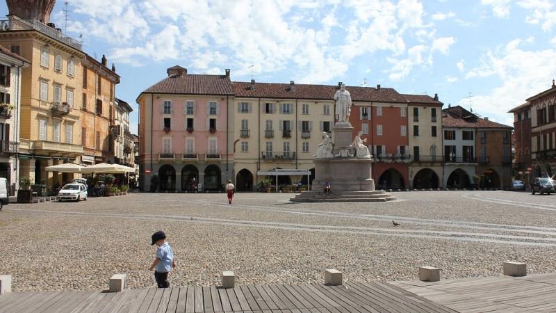 Площадь Кавур в Римини при дневном свете