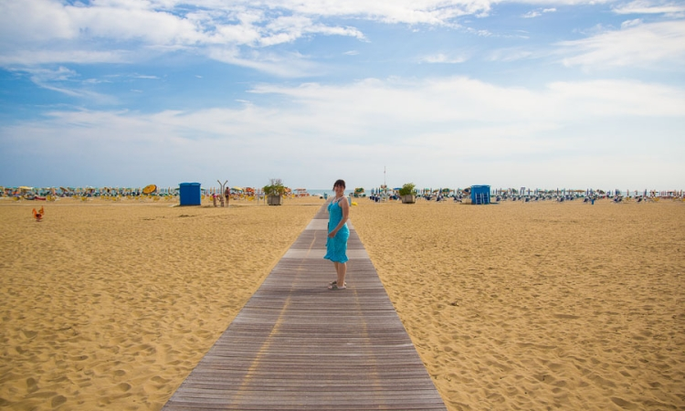 Чистый и немноголюдный пляж в Бибионе