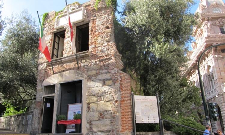 Дом Колумба - одна из знаменитых достопримечательностей Генуи