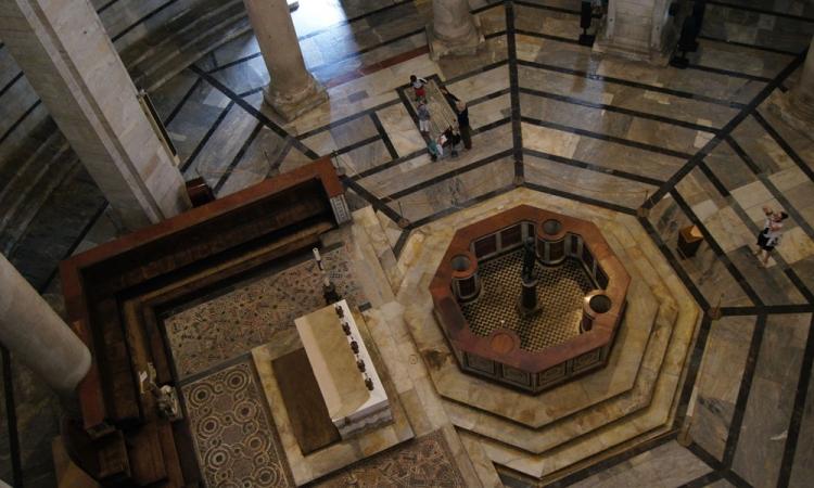 Фото внутри пизанского Баптистерия Сан-Джованни