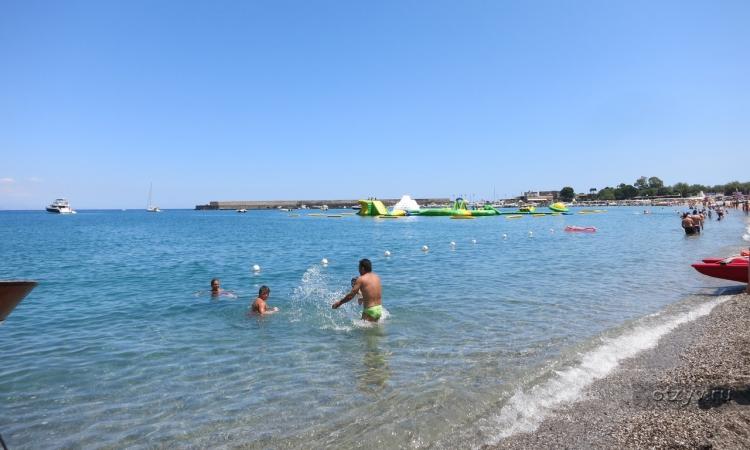 Галечный пляж в Джардини Наксос