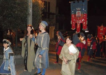 Исторический фестиваль у озера Комо в Италии