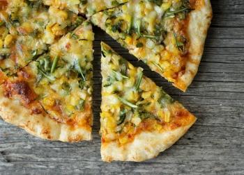 Как правильно подавать на стол настоящую итальянскую пиццу?