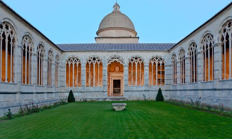 Кладбище Кампо Санте (священная земля) в городе Пизе