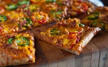 Пиццу можно нарезать квадратами, если ее края получились слишком толстыми
