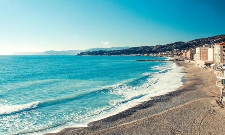 Пляж Альбаро в Генуе