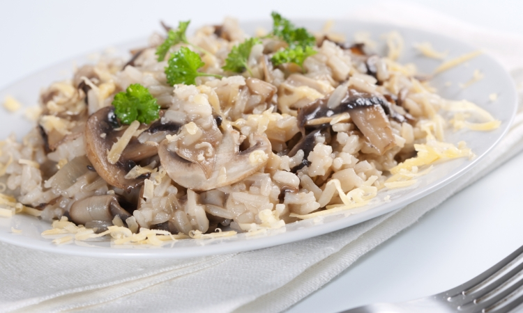 Приготовление классического ризотто с грибами и сыром