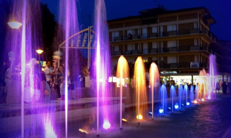 Вечерние представления и фонтаны в Бибионе