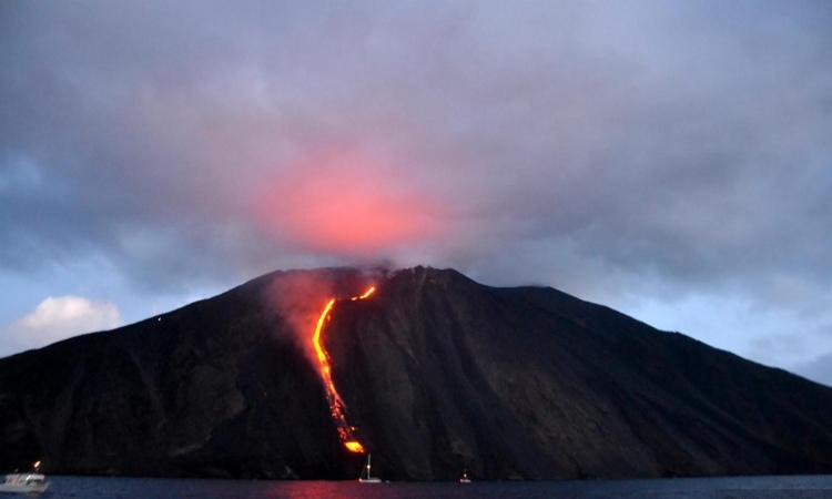 Вулкан Этна - одна из природных достопримечательностей близ Джардини Наксос