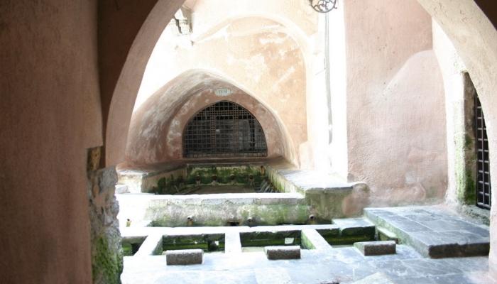 Древняя арабская прачечная в Чефалу