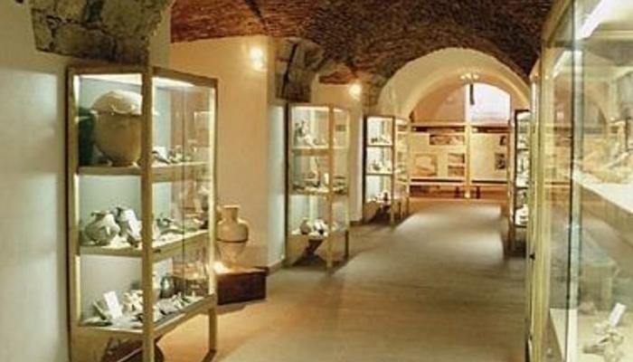 Фото внутри Музея Всякой Всячины имени Мандралиска в Чефалу