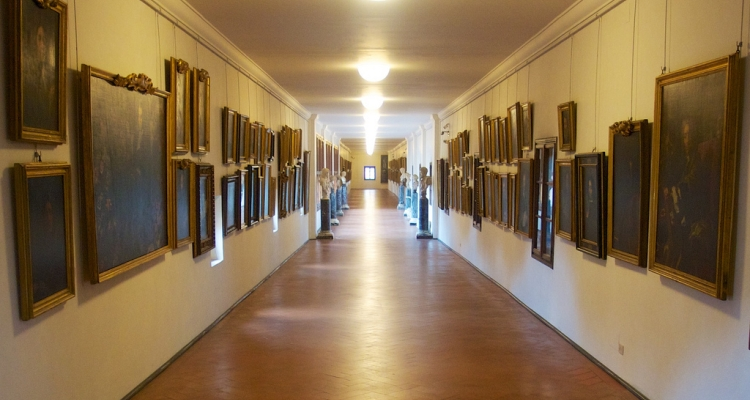 Внутреннее убранство галереи Уффици и Коридора Вазари
