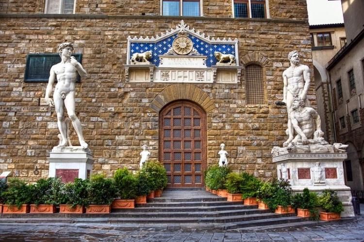 Главный вход в Палаццо Веккьо во Флоренции