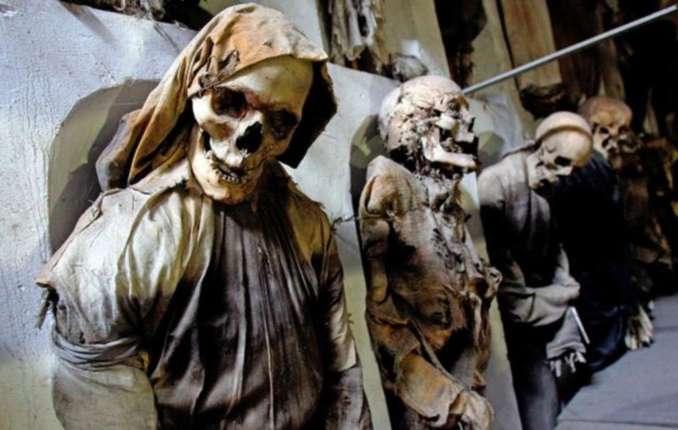 Коридор женщин в катакомбах капуцинов