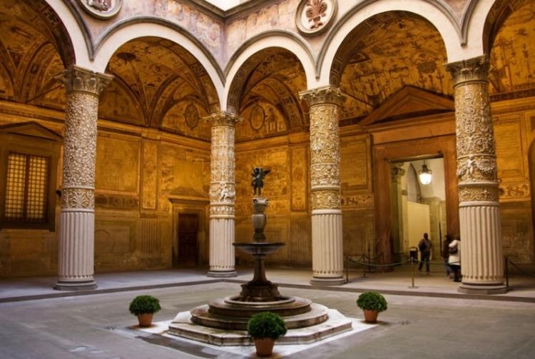 Внутренний дворик дворца Палаццо Веккьо