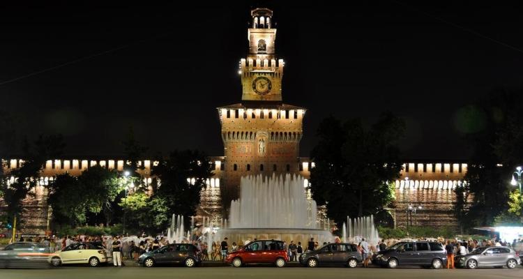 Замок Сфорца в ночное время
