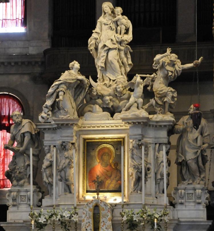 Фото статуй и иконы в соборе Санта-Мария-делла-Салюте