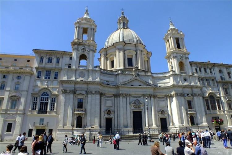 Палаццо Памфили на площади Навона - главной в Риме