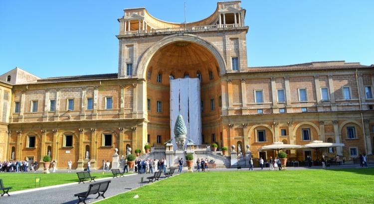 Дворец Бельведер в комплексе музеев Ватикана