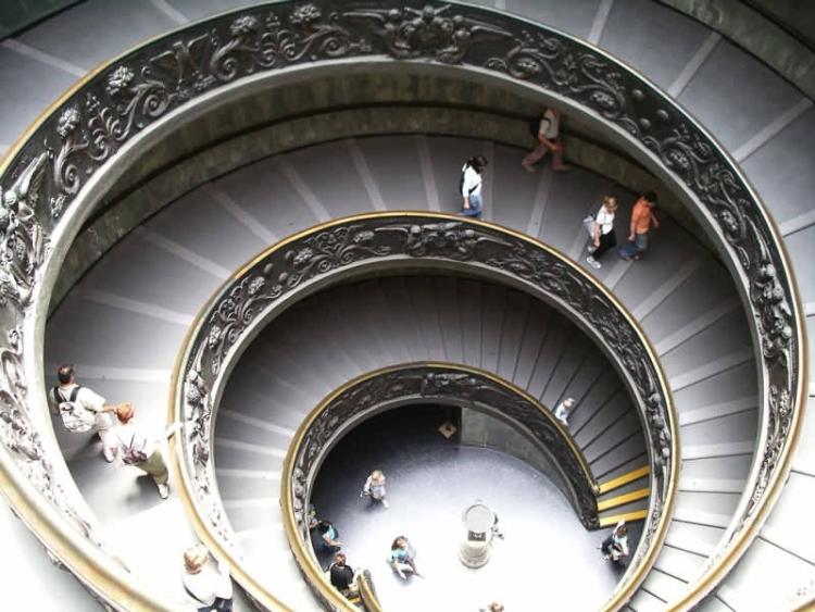 Спиральная лестница в музее Ватикана