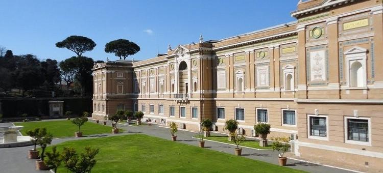 Здание Пинакотеки в комплексе музеев в Ватикане