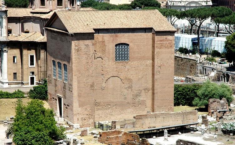 Курия - единственное уцелевшее здание Римского форума