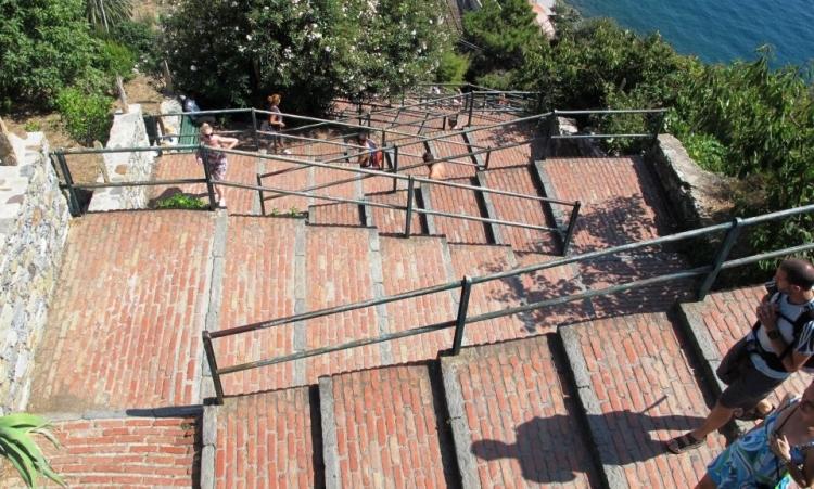 Лестница Ландарино в Чинкве Терре