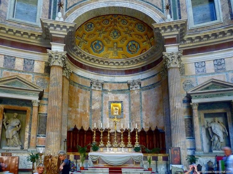 Пантеон в Риме - внутри строения
