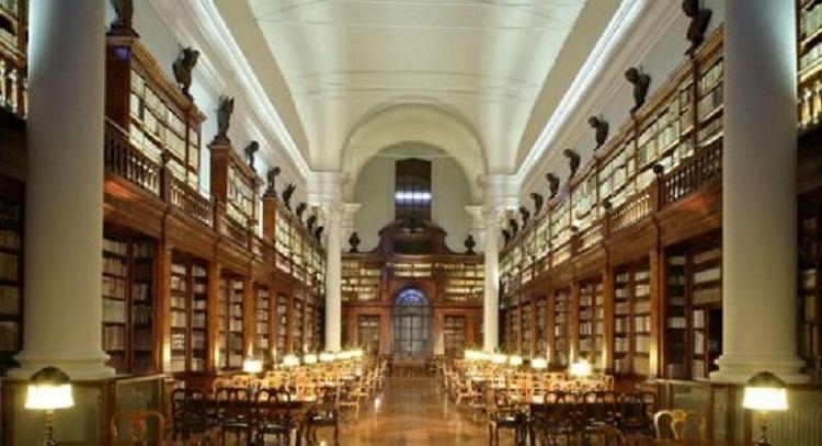 Библиотека Болонского университета - знаменитой достопримечательности Италии