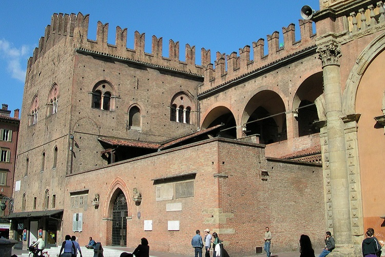 Дворец Палаццо Подеста - история строительства достопримечательности