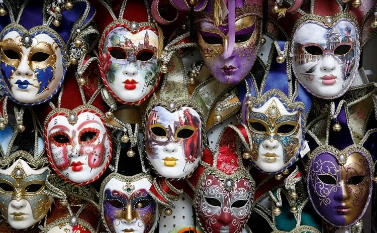 Непременный атрибут Венецианского карнавала - карнавальная маска