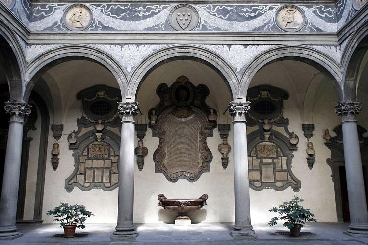 Описание архитектуры палаццо Медичи-Риккарди в Италии