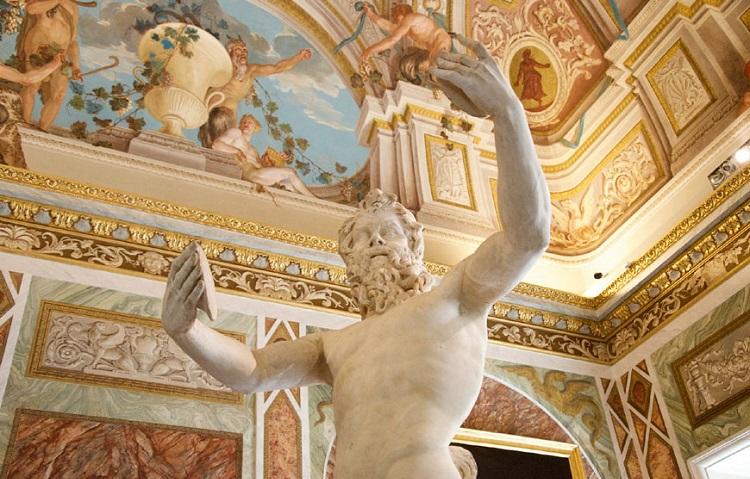 Скульптуры и художественные картины в римской галерее Боргезе