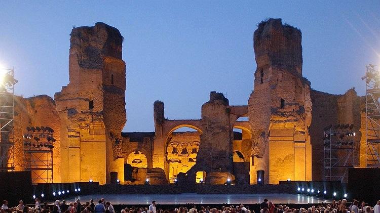 Сцена театра в римских банях - термах Каракаллы