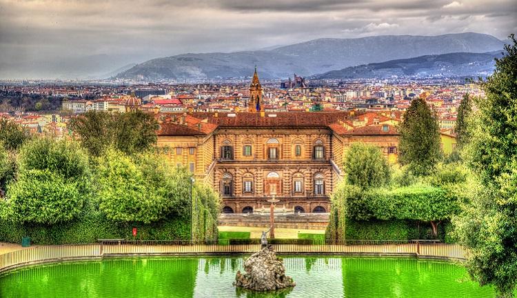 История величественного сооружения - дворца Палаццо Питти во Флоренции