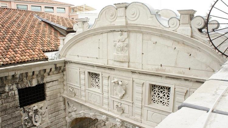 Мост вздохов в Венеции - сооружение, построенное в стиле барокко