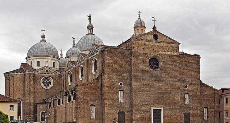 Базилика аббатства Святой Юстины - архитектурный памятник в Падуе