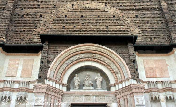 Фасад базилики Сан Петронио в Болонье - как строилось древнейшее здание