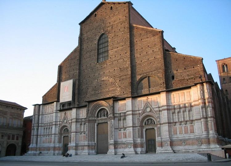 История строительства величественного собора Сан Петронио в Болонье