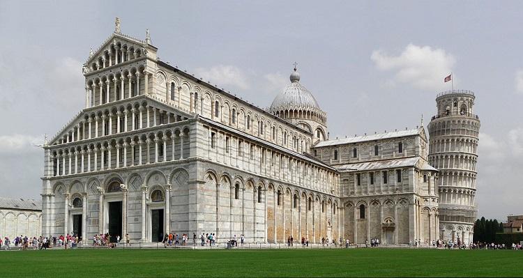 Дуомо Санта-Мария Ассунта - одна из достопримечательностей площади чудес в Пизе