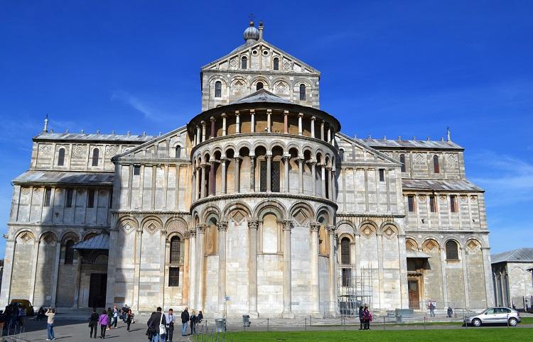 Известный всему миру Пизанский собор и как строилось сооружение