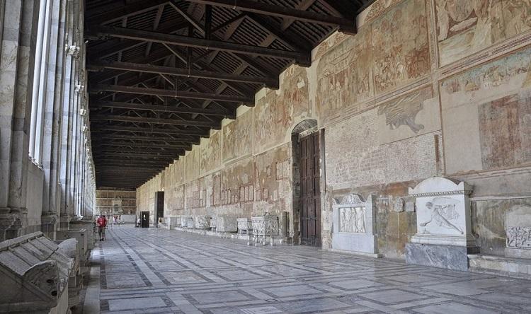 Мемориальное кладбище Кампо Санто в Пизе и древние саркофаги